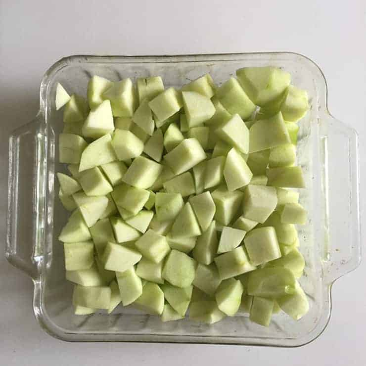 Cut Up granny smith apples for apple crisp