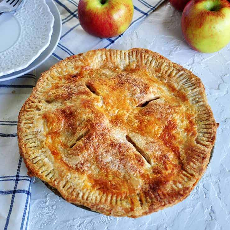 A Picture of a cooked apple pie